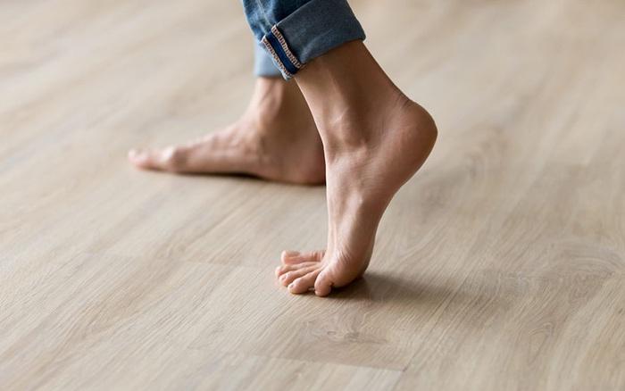 Hóa ra 100 năm khoa học đã nhầm: Chỗ lõm trên bàn chân không giúp con người đứng thẳng, mà là vòm xương...
