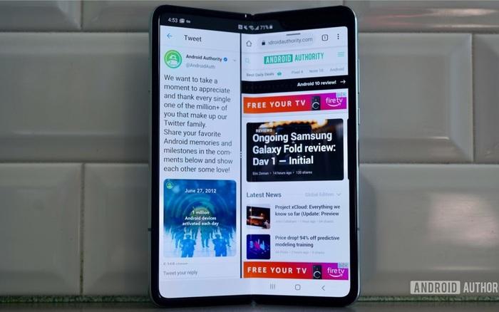 """Smartphone màn hình gập """"giá rẻ"""" Samsung Galaxy Fold Lite sẽ có giá 900 USD, ra mắt vào năm 2021"""