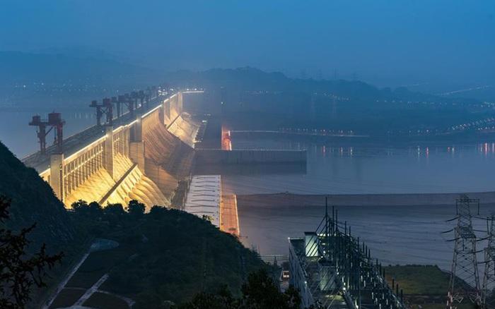 Hồ thủy điện Tam Hiệp lớn đến mức khi nó đầy nước, vòng quay Trái Đất sẽ chậm lại và thời gian một ngày...