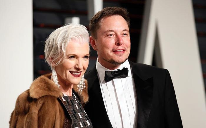 'Gia đình trong mơ' của Elon Musk: Cha sở hữu IQ ngang thiên tài, mẹ là siêu mẫu nổi tiếng, 2 em trai và gái đều là triệu phú đôla