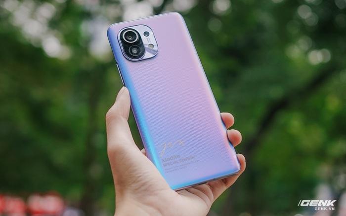 Trên tay Xiaomi Mi 11 phiên bản đặc biệt có chữ ký của CEO Lei Jun, giá 20 triệu đồng