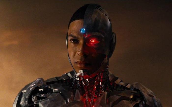 """Công khai đối đầu với chủ tịch DC Films, """"Cyborg"""" Ray Fisher bị gạch tên khỏi dự án The Flash"""