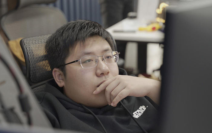 Tự học lập trình trong quán game, thanh niên này đã trở thành thần tượng của giới trẻ Trung Quốc