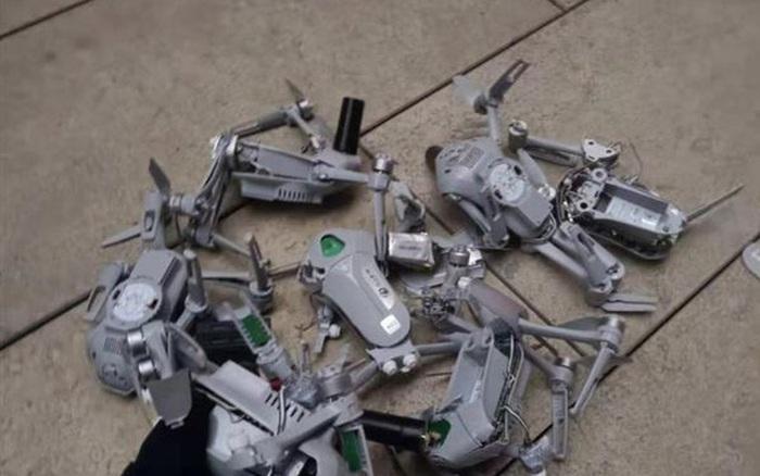 Cả trăm chiếc drone đâm vào tòa nhà khi đang biểu diễn, dân mạng lại nghi ngờ 'Made in China' - mega 655