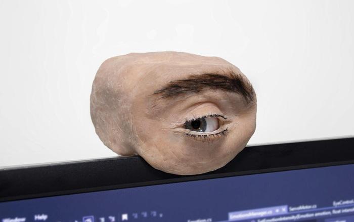 Nhìn chiếc webcam như thể mắt người này, bạn sẽ không khỏi giật mình thon thót mỗi khi nó liếc nhìn bạn - giá vàng 9999 hôm nay 221