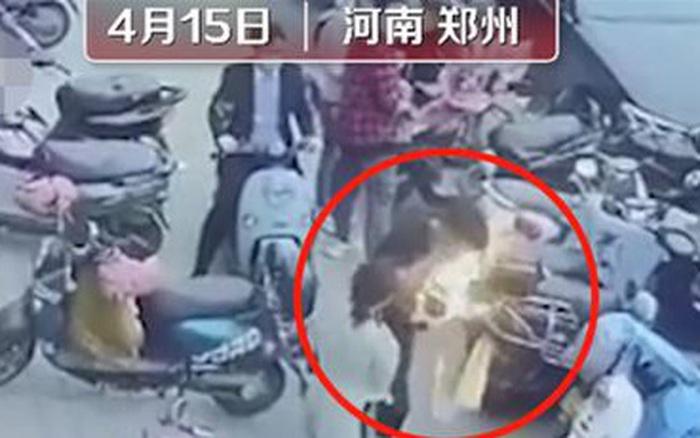 Điện thoại Samsung phát nổ ở Trung Quốc, dân mạng lập tức chế giễu: 'Quả là hãng sản xuất vũ khí nổi tiếng Hàn Quốc'