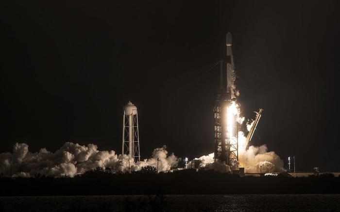 Mảnh vụn từ tên lửa SpaceX rơi xuống trang trại ngay trung tâm thủ đô Washington