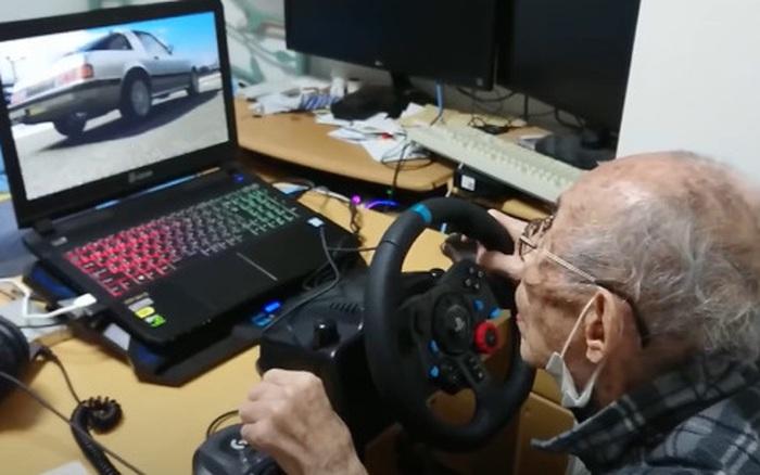 Cụ ông Nhật Bản phá đảo 'đường đua ảo' ở tuổi 93