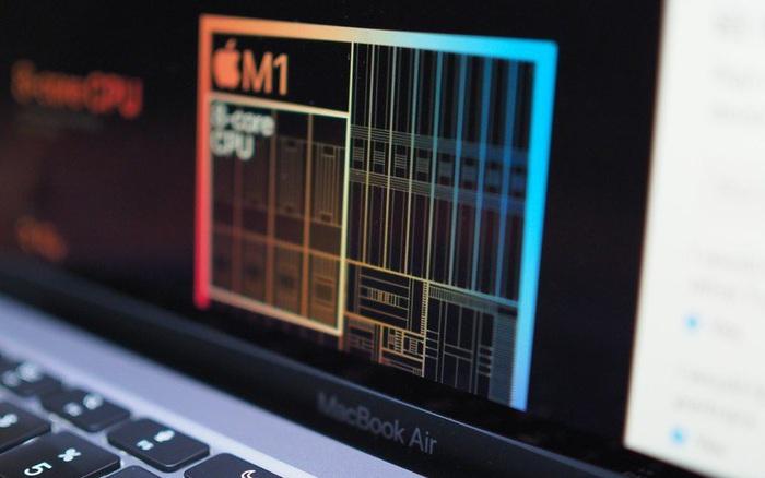 Pin của MacBook M1 tốt đến mức Giám đốc của Apple từng nghĩ rằng nó bị lỗi