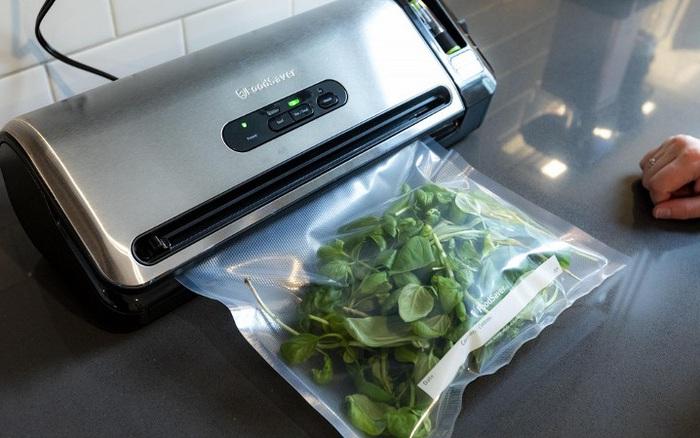 Thủ thuật hút chân không túi đựng thực phẩm này sẽ giúp bạn tiết kiệm tiền mua máy chuyên dụng mà vẫn giữ được thực phẩm tươi lâu nhất có thể
