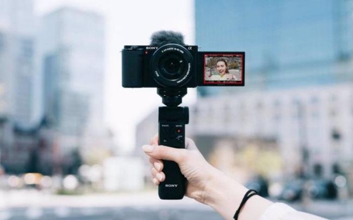 Sony ZV-E10 trình làng: Dòng máy cảm biến APS-C đầu tiên của Sony nhắm đến các vlogger, thiết kế như A6100, giá 18,9 triệu đồng