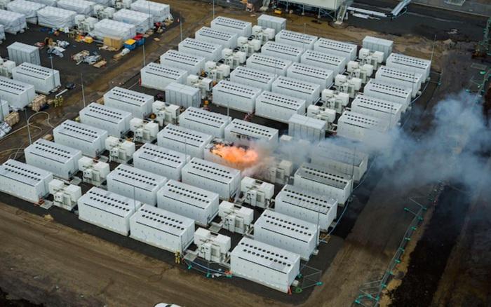 Không chỉ xe điện, pin lưu trữ năng lượng khổng lồ Megapack của Tesla cũng tự bốc cháy
