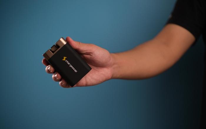 Hot: Đây là củ sạc Omega 200W – Tương lai với của sạc di động