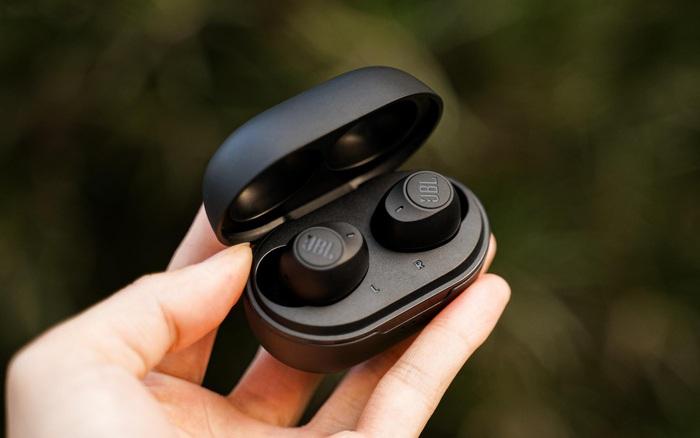 """Đánh giá JBL Tune 115TWS: Tai nghe không dây giá """"thơm"""", gọn nhẹ, âm thanh sôi động đúng chuẩn JBL"""